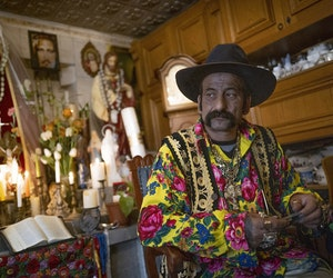 """Hungary's """"Last"""" Roma Fortune-Teller Preserves Traditions"""