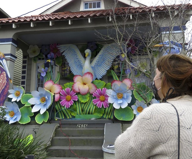 With No Mardi Gras Parades, Houses Become the New Floats in New Orleans