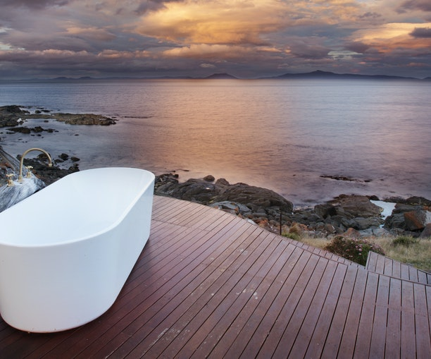 Soak in the Scenery From the Most Stunning Outdoor Bathtubs in the World