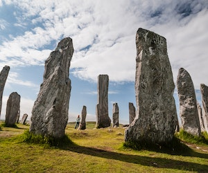 """The Trip Every """"Outlander"""" Fan Should Take—and 7 Other Literary Journeys to Try in 2020"""