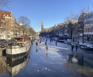 Dutch Skate Amsterdam's Canals for First Time Since 2018