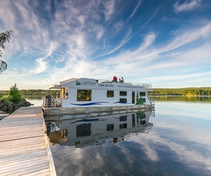 How to Take the Houseboat Vacation of Your Dreams This Summer