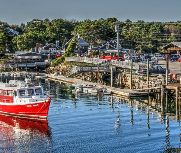 This Small Town Is the Perfect Place to Eat Lobster in Maine
