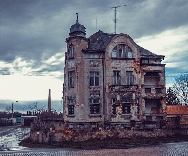 Coolest Travel Jobs: What It's Like to Be a Professional Ghost Hunter