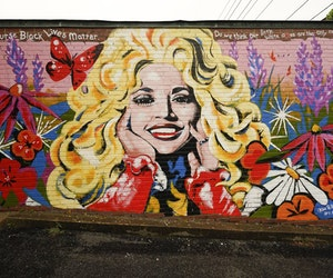 New Nashville Mural Highlights Dolly Parton's Black Lives Matter Quote