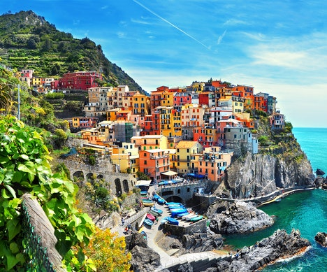 Cinque Terre Warns Travelers to Avoid Hiking in Flip-Flops—or Risk Being Fined Up to $2,800   Italy