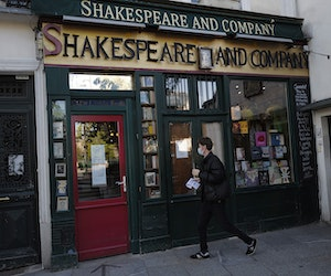 Virus-Hit Paris Bookshop Shakespeare and Co. Appeals for Help
