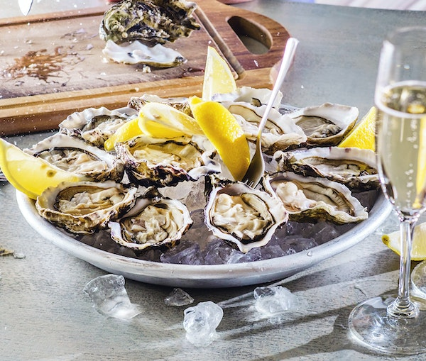 Deep Dive: Classic American Oysters and Their Perfect Wine Pairings