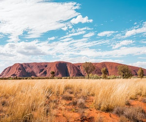 Thousands Swarm Uluru Before Summit Hike Closes to Tourists