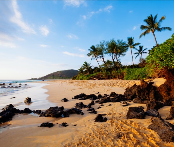 How to Book Flights to Hawaii Using Airline Miles and Credit Card Points