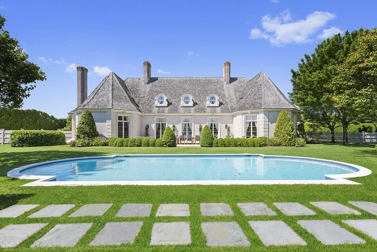 You can party like Gatsby in this Hamptons Airbnb.