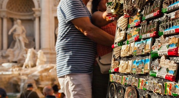 Souvenir Stalls Banned From Rome's Historic Sites