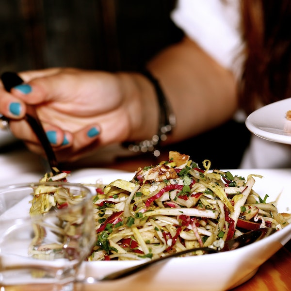 10 Tips for Eating Healthy on the Road