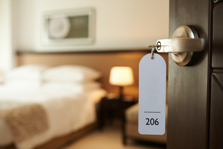Getting a good deal on a hotel room comes down to a few simple tricks.