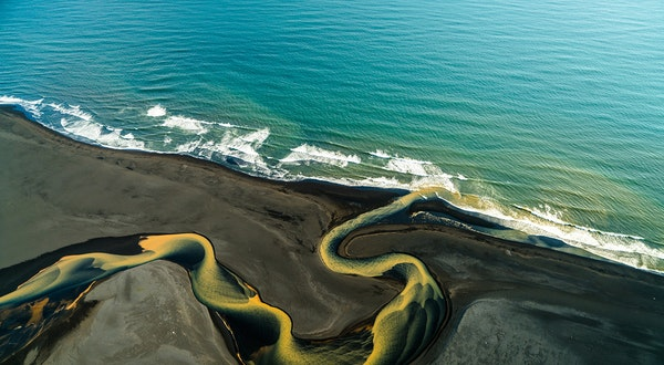 These Mind-Blowing Photos Reveal the Iceland Few Travelers Know—But Should