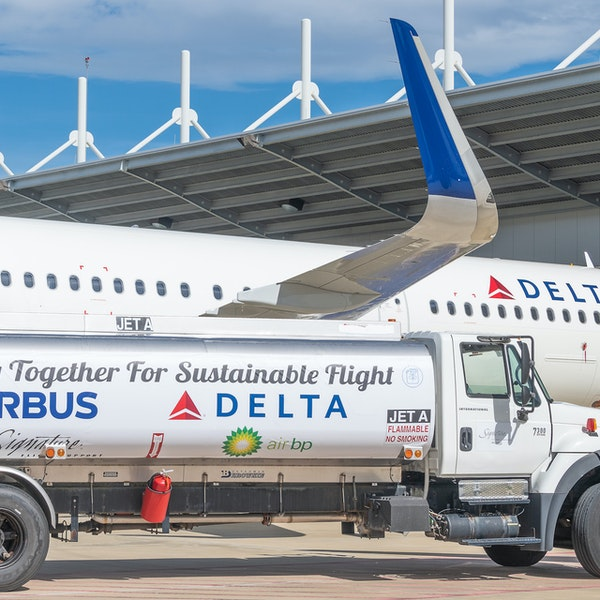 Delta's First Carbon-Neutral Flight Takes to the Skies