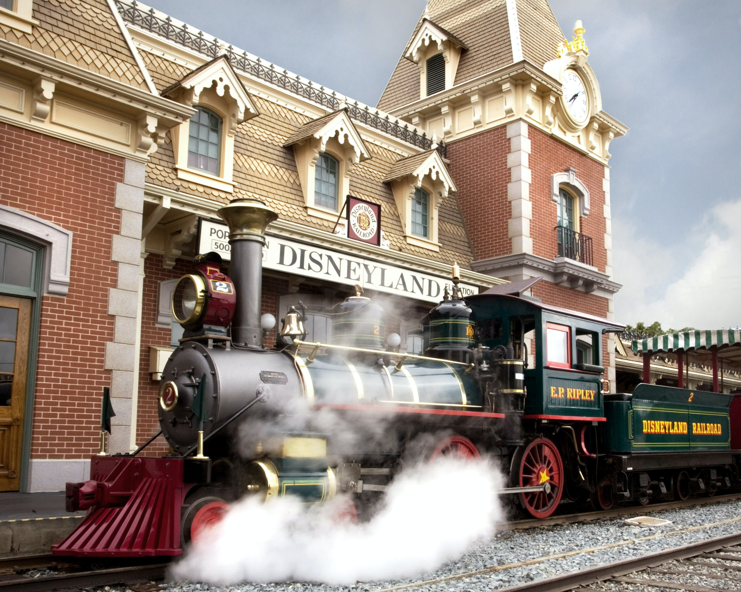 The Best Way to Tackle Disneyland With Small Kids Isn't What You Think