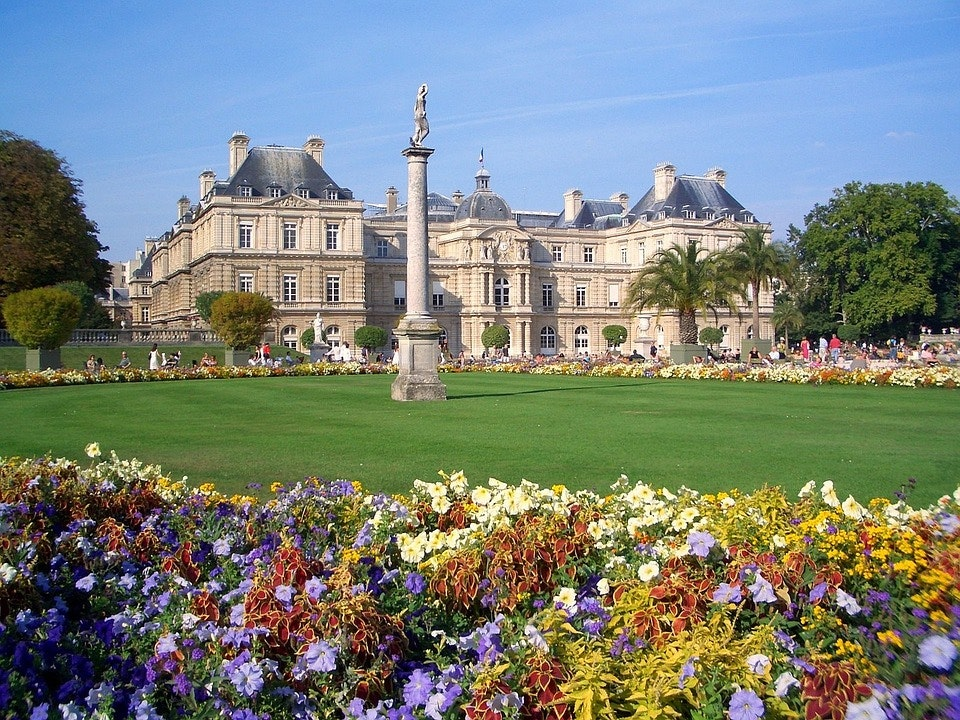 The Dreamiest Way to Spend a Spring Day in Paris
