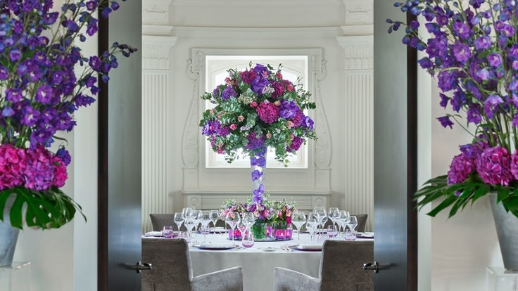 One Aldwych is known for its dazzling floral presentations, each created by in-house arranger Mark Siredzuk.