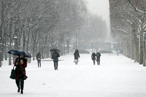 Paris Turns Into a Winter Wonderland During Rare Snowstorm