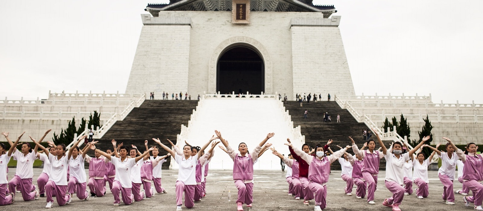 A group of students practice for a performance in front of Chiang Kai-shek Memorial Hall.