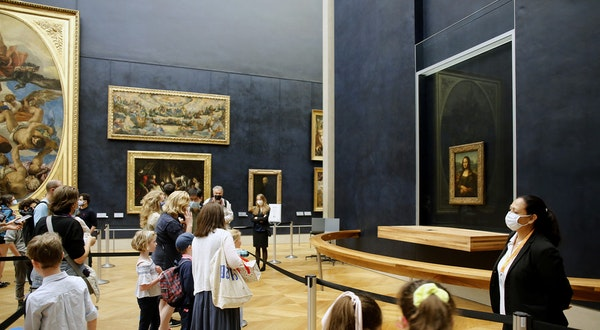 This Is What a Socially Distanced Louvre Looks Like