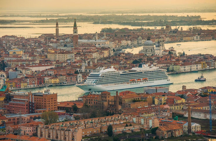 """The """"Viking Sun"""" in Venice—with 930 passengers and six barrels of maturing aquavit on board"""