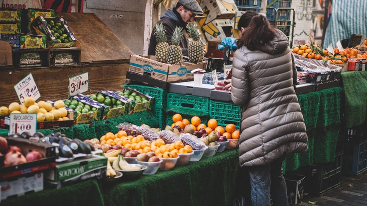 Whether you're headed to an open market in London or a small shop in Barcelona, take note of these shopping rules.