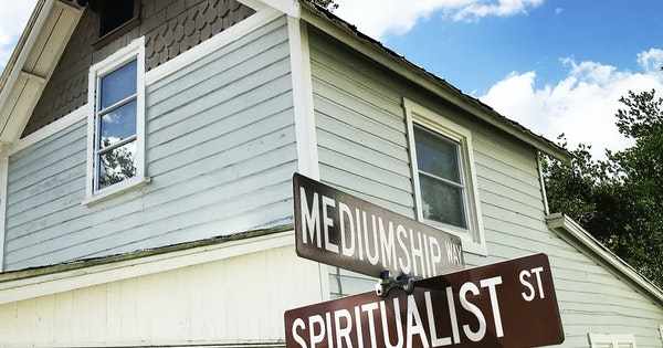 A Skeptic's Guide to Cassadaga, the Florida Town Known for Mediums and Mystics