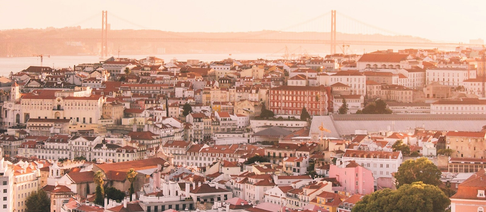 This summer there are 91 weekly flights from the United States to Lisbon and Porto, double the number in 2017.
