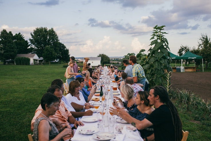 """These """"pop-up restaurants"""" take place at vineyards, beaches, and farms around the world."""