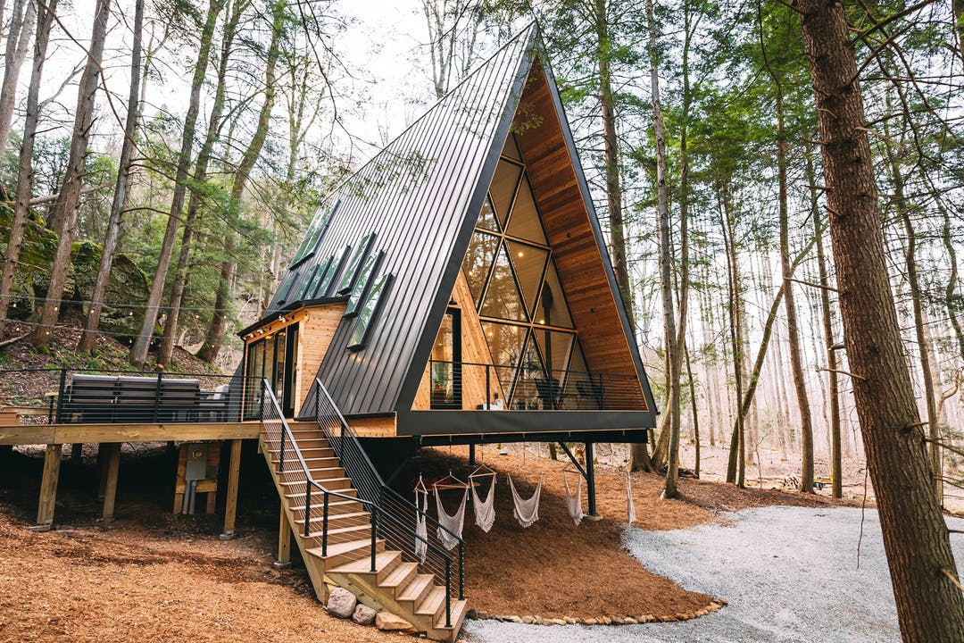 15 Best Airbnb Cabins You Can Rent To Get Off The Grid