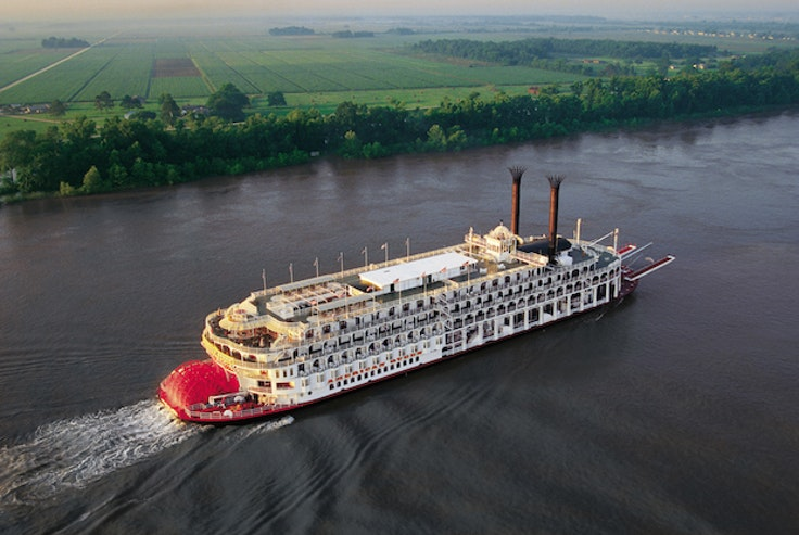 TheAmerican Queenoffers aquintessential paddleboat experience