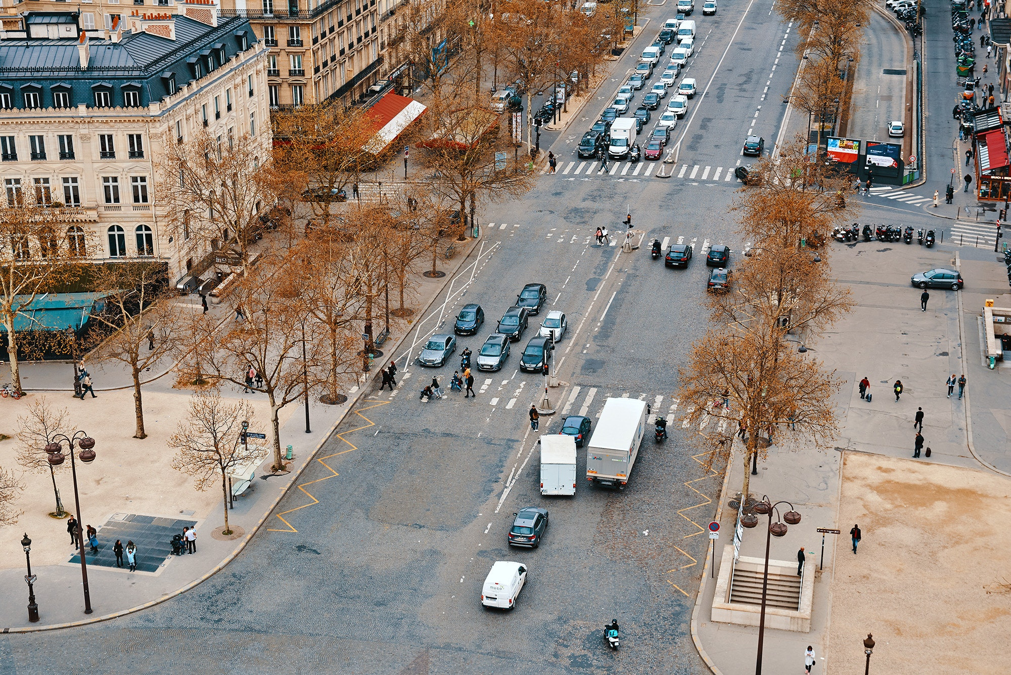In France, drivers on large boulevards must give way to drivers coming from the right.
