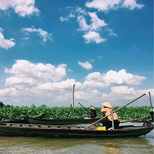 What a stunning day in Vietnam to explore the Mekong River Delta by boat with our web editor, @wandereatrepeat.