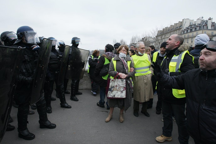 Yellow Vest protesters confront anti-riot police in Paris on January 5, 2019.
