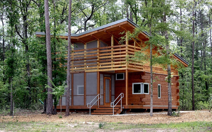 Lake Houston Wilderness Park features campsites and charming cabins, so it's easy to find the experience that works for you.