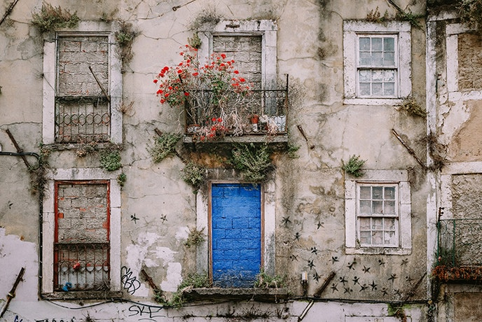 Walking the streets of the Alfama district with a historian opens up the area.