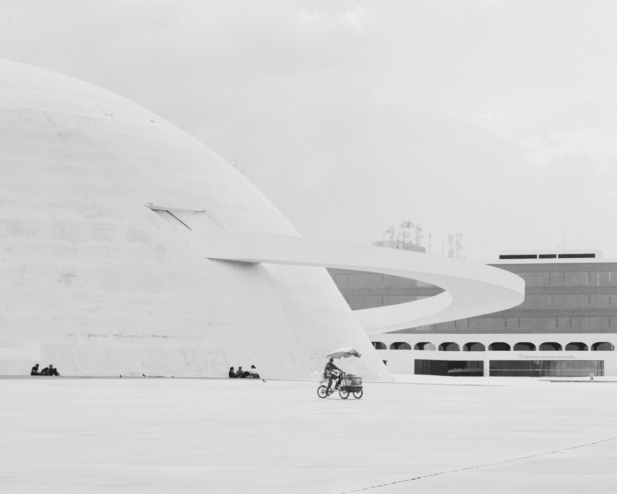 The rotating exhibits inside the National Museum of the Republic in Brasília are reached via a swooping entrance ramp that lends a Space Age look to Niemeyer's domed museum.