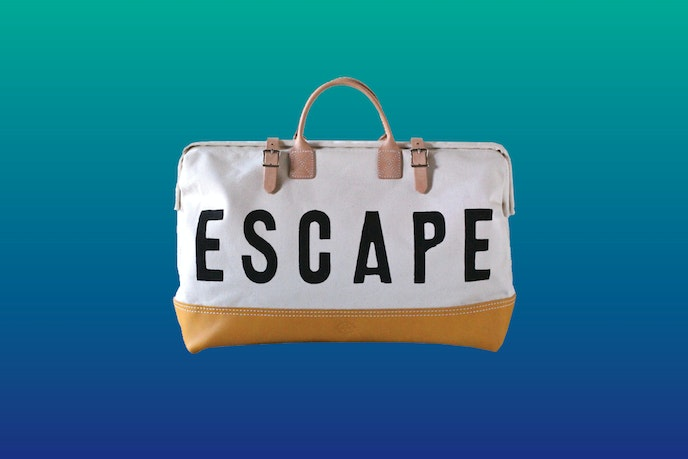 The ESCAPE Canvas Weekender is made using beige canvas and vegetable tanned leather.