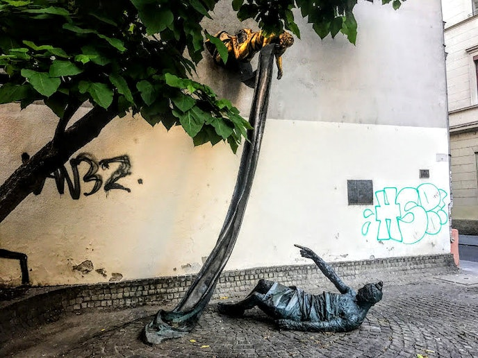 The Carl Lutz Memorial was erected in 1991 where the former entrance to the Budapest ghetto stood.