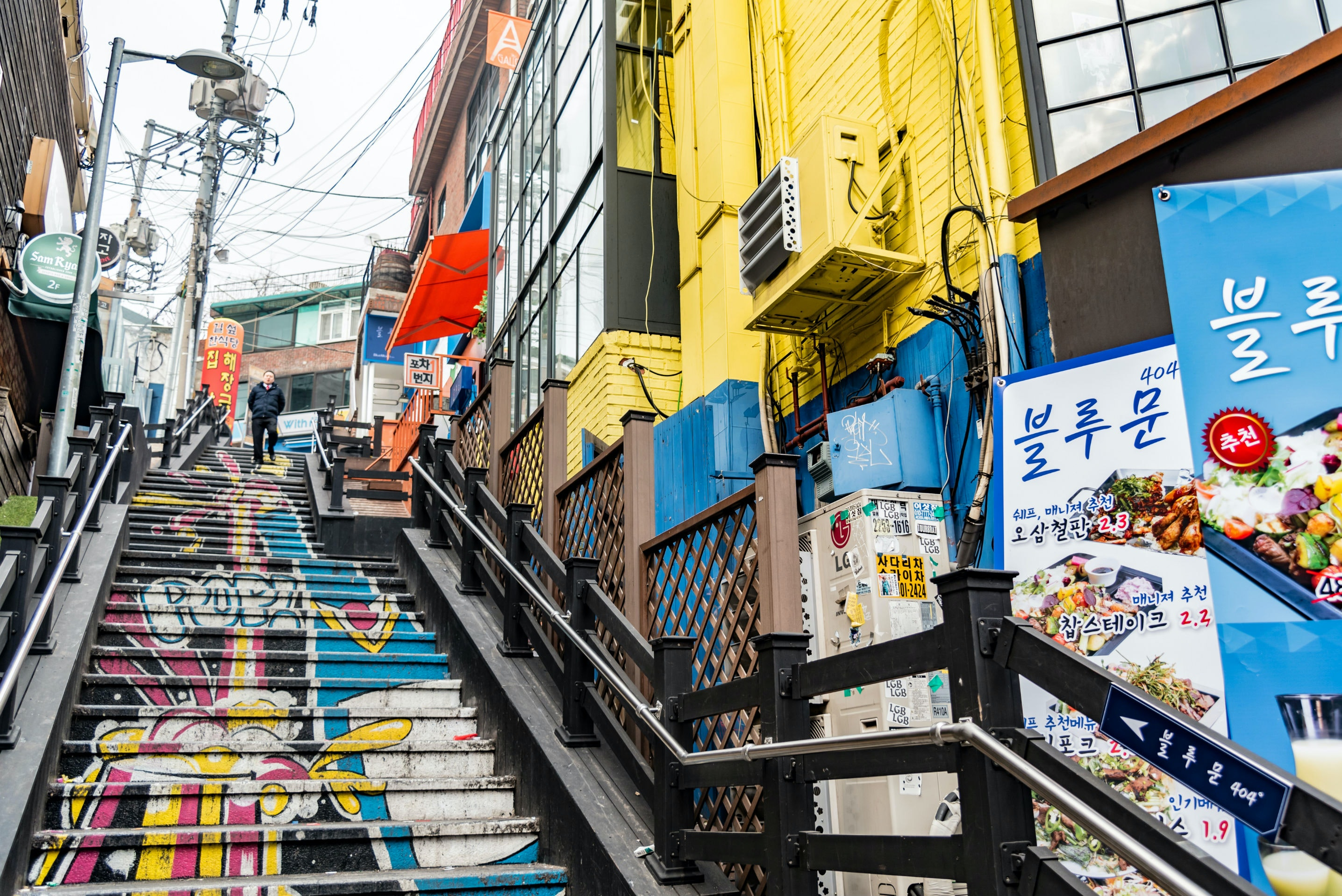 Seoul's Itaewon district is a rewarding place to spend a few hours.