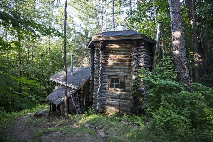 This off-the-grid cabin is made for roughing it—but with a roof over your head.