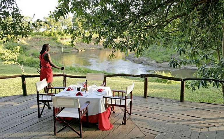 The dining deck at Governors Camp