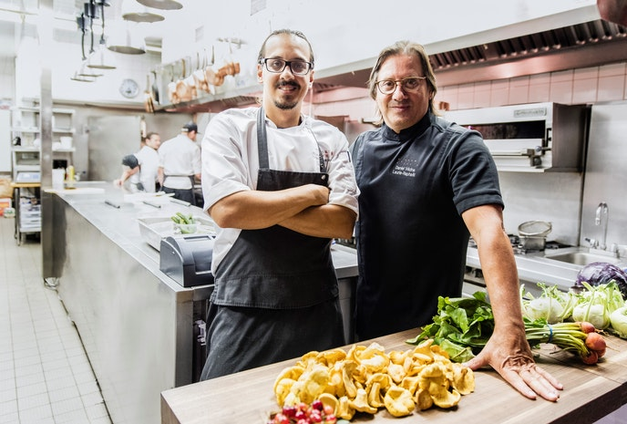 Chef Daniel Vézina takes Laurie Raphaël diners on a culinary journey through Québec.