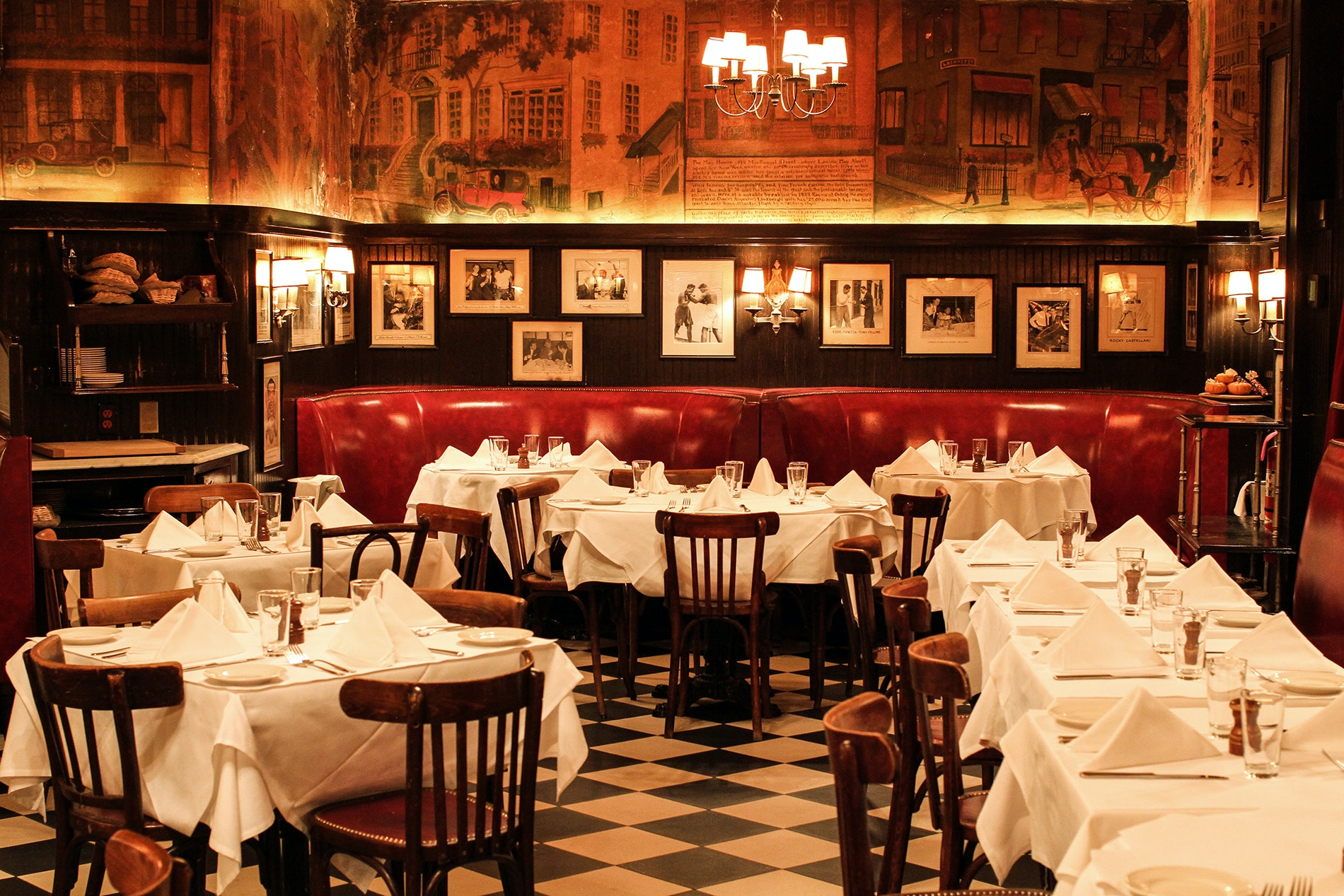 Celebrities such as Jerry Seinfeld and Sarah Jessica Parker have been known to dine at Minetta Tavern.
