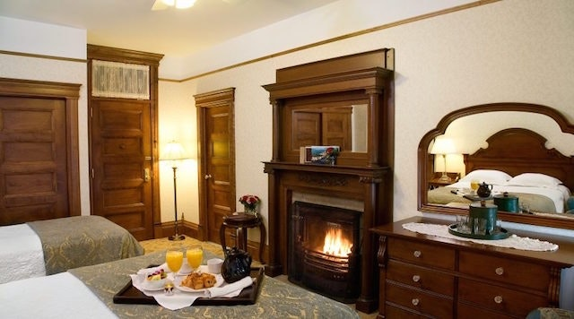 In-room dining at Monhonk Mountain House