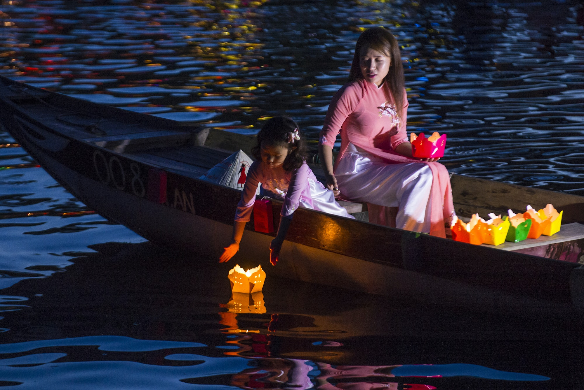 In Hoi An, the Full Moon Lantern Festival is celebrated on the 14th day of each lunar month when the moon is at its fullest and brightest.