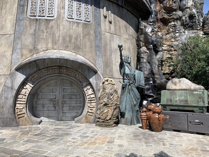 """The entrance to Dok-Ondar's Den of Antiquities is marked only with the word """"antiquities"""" in Aurebesh, the fictional language of the """"Star Wars"""" universe."""