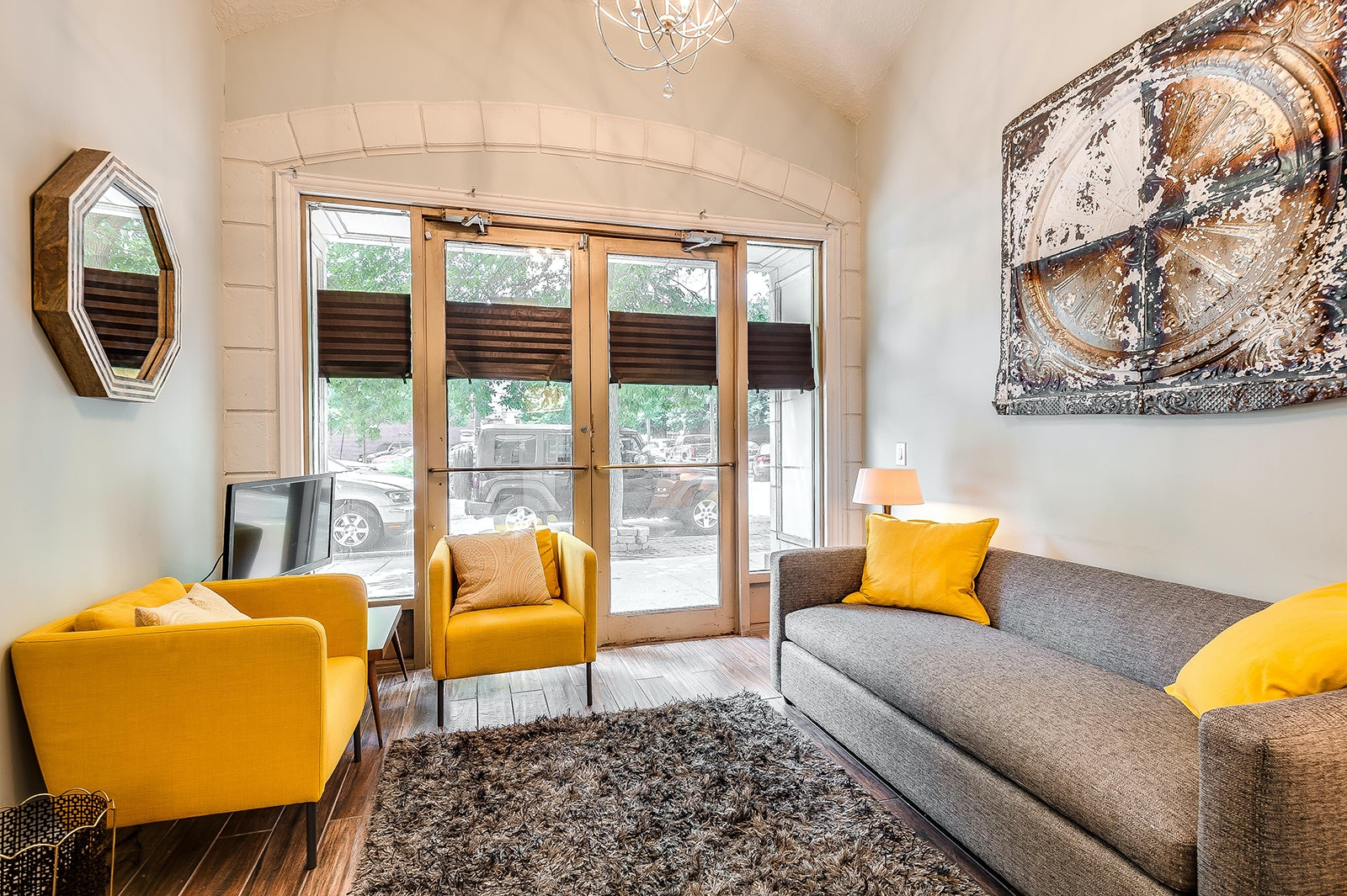 This stylish stay, set within a renovated former hotel dating to the 1920s, is steps away from Lincoln Park.